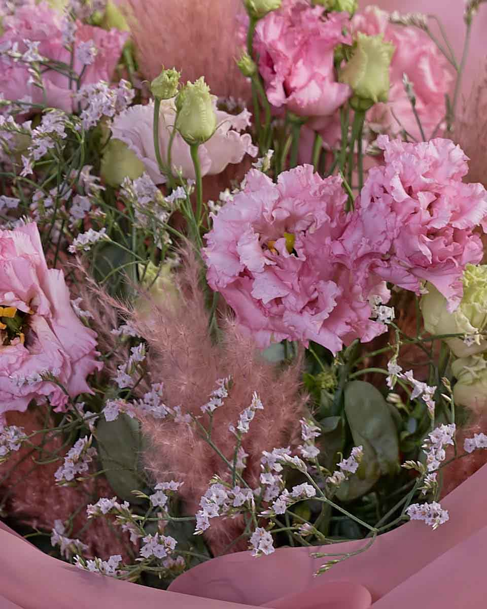 bouquet of lisianthus, limonium and touch of pampas.