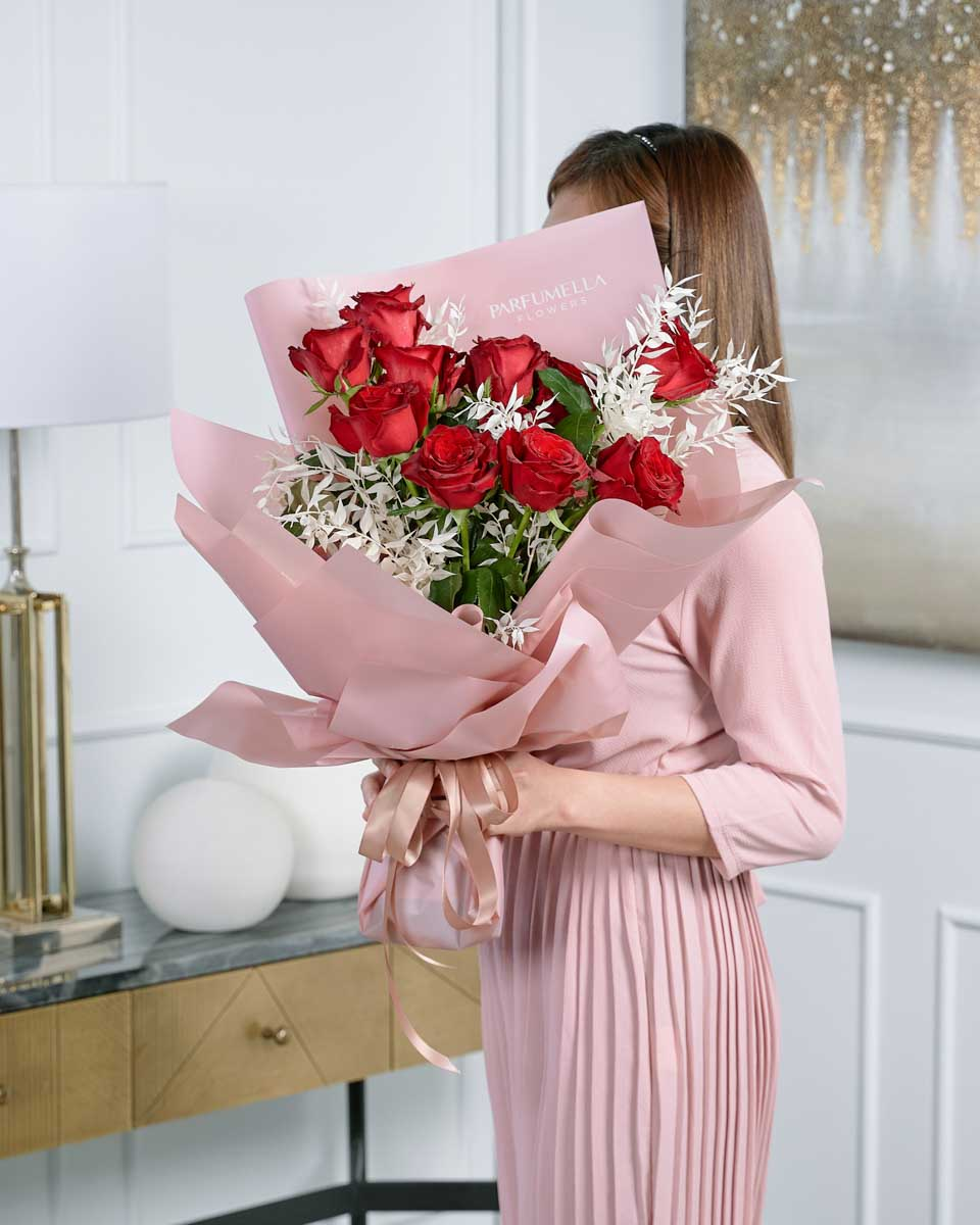 detailed photo of pink rose bouquet