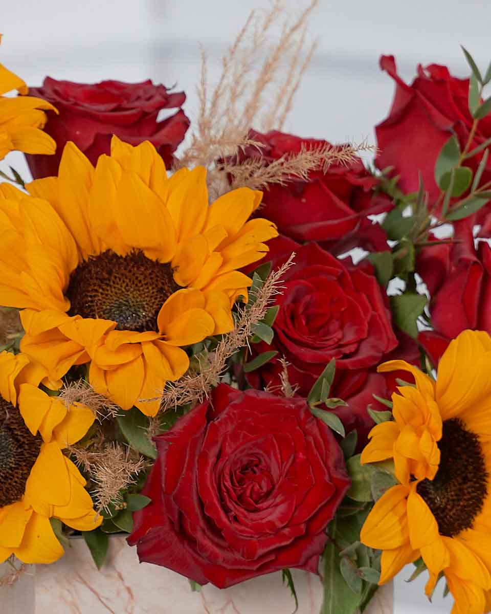 roses, pampas and sun flower detailed photo